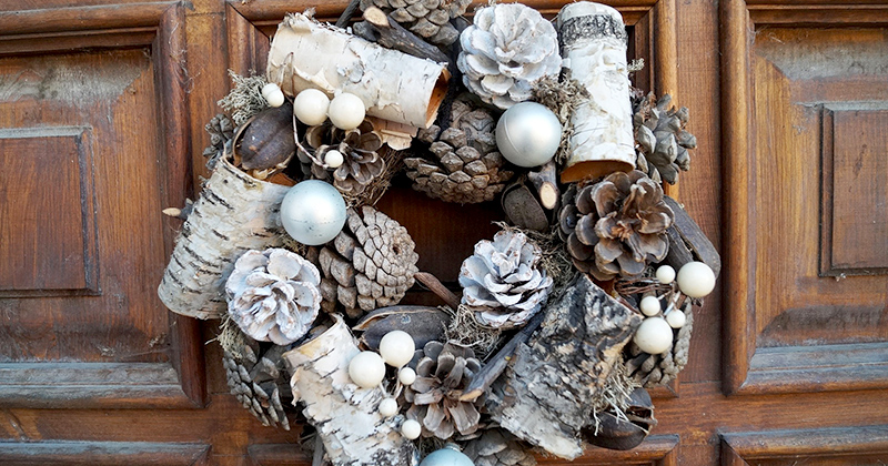 A wreath made with cones and bark.