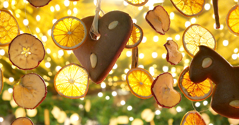 Decoration made from dried lemons and apples.