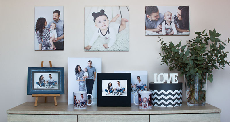 Photo products seried on a shelf: photo book, photo album, photo mug, photo canvases.
